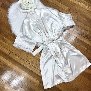 Dior Intimates & Sleepwear - 🌹Vtg Christian Dior Silky Pearl Robe S/M🌹
